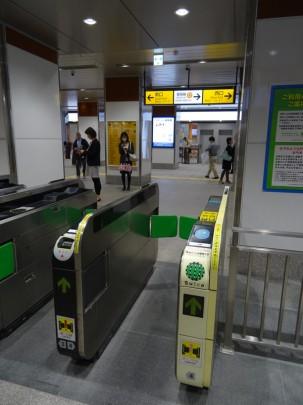 JR神田駅に栃木屋の看板掲示